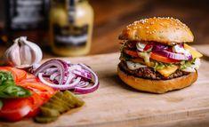 10 vinkkiä kotitekoisiin hampurilaisiin Homemade Burgers, Salmon Burgers, Hamburger, Chicken, Ethnic Recipes, Food, Image, Products, Pineapple