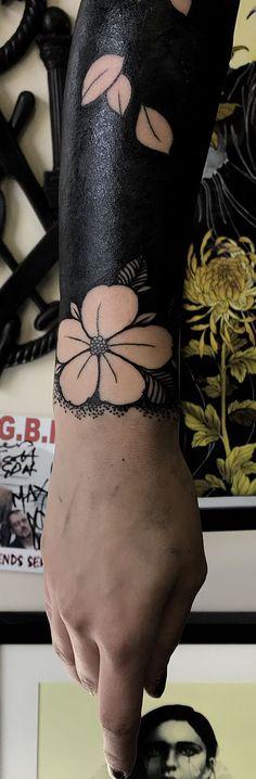 solid black tattoo ideas for women © tattoo artist Max Rathbone 💗🌺💗🌺💗🌺💗🌺💗 Side Tattoos, Trendy Tattoos, Forearm Tattoos, Small Tattoos, Tattoos For Women, Tatoos, Solid Black Tattoo, Black Tattoos, Tattoo Fonts
