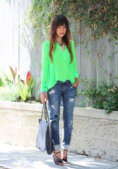 Cómo llevar vaqueros boyfriend - Camisa verde