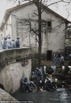 Soldiers do their laundry at the road of Vitry at Sainte Menehould on January 12, 1916