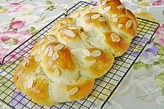 Hefezopf as at the bakery - Rezepte Kuchen - Bread Recipes German Bread, German Baking, Baking Recipes, Cake Recipes, Sweet Cakes, Easter Recipes, Easter Food, Sweet Bread, Scones