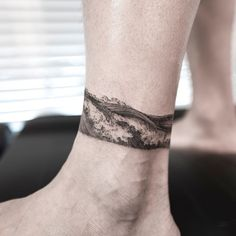 Hair World Ideas Ankle Band Tattoo, Leg Tattoo Men, Calf Tattoo, Forearm Tattoos, Body Art Tattoos, Sleeve Tattoos, Tatoos, Bein Band Tattoos, Band Tattoos For Men
