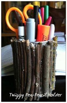 Pennenbakje met takjes.