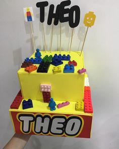 Só mais um pedacinho do que temos amanhã no @theplanetsbuffet  o bolo fake que eu fiz #festadoTheo #TheoFaz6 #legoParty #legolover #legoworld #materniarte #muitoAmor