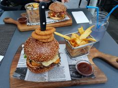 Steelyarddog Stuff That I Like Too Much NSFW — food-porn-diary: As tasty as it looks Pub Food, Cafe Food, Healthy Sandwich Recipes, How To Cook Burgers, Good Food, Yummy Food, Weird Food, Picnic Foods, Aesthetic Food