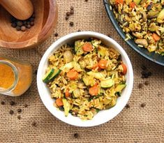 Fried rice with vegetables. Seasoned with soy sauce and curry. The idea for a tasty, quick vegetarian dinner. (in Polish with translator) Vegetarian Fried Rice, Quick Vegetarian Dinner, Veggie Fried Rice, Vegetable Rice, Vegetarian Recipes, Snack Recipes, Cooking Recipes, Healthy Recipes, Grain Foods