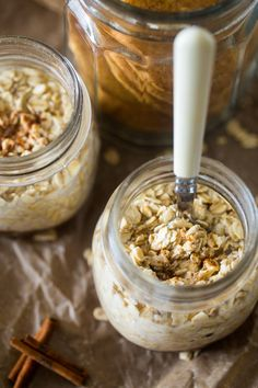Snickerdoodle Vegan Overnight Oats - Ready in 10 minutes, only have 6 ingredients and taste like a snickerdoodle! Perfect for a healthy, gluten free and make-ahead breakfast on busy mornings! | Foodfaithfitness.com | @FoodFaithFit