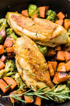 One-Pot Rosemary Chicken Dinner Healthy Dinner Options, Clean Eating Recipes For Dinner, Clean Eating Meal Plan, Dinner Recipes, Healthy Eating, Turkey Recipes, Healthy Food, Skinny Chicken Recipes, Skinny Recipes