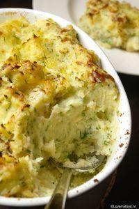 De lekkerste aardappelpuree uit de oven - LoveMyFood Ovenpuree met bieslook, crème fraîche en oude kaas.... Yumm!!!