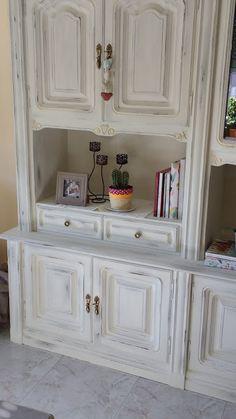 Diy: transformación y decapado de un mueble   Manualidades Wardrobe Makeover, Showcase Design, Little Girl Rooms, Home Staging, China Cabinet, Chalk Paint, Cupboard, Painted Furniture, Sweet Home