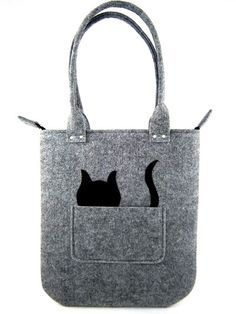 De tas is gemaakt van gestabiliseerde vilt. Vilt de dikte is 0.16/ 4mm, zodat de tas zijn vorm houden. Te voeren in de hand en schouder. Voor de tas is er ene zak en originele zwarte kat. De zak heeft een voering geen. Het gesloten met rits. Afmetingen: -breedte: 14/ 36 cm -hoogte: 15,5/ 40 cm -lengte van houder: 21,5/ 55 cm Dit item wordt naar je verzonden worden binnen 1 tot 3 dagen nadat de betaling is ontvangen. Alle tassen wordt toegezonden in een doos en kleinere ...