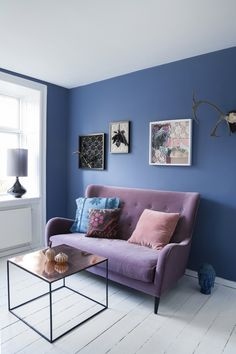 Do you have too small, too narrow or oddly-shaped rooms in your home? There are useful interior design tricks and home staging tips for adding depth to living spaces and balancing any room shape visually Blue Rooms, Blue Walls, Room Colors, House Colors, Wall Colors, Colours, Beautiful Interiors, Colorful Interiors, Interior Design Inspiration