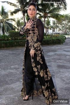 "{""token"":""5234""} - Kareena Kapoor in Black and Gold Outfit"