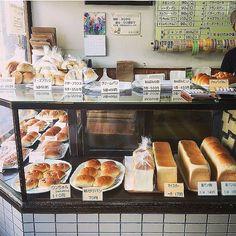今日は 別府  今日の 友永パン  大好きな ワンちゃんパン やっと買えたよぉ  total パン22個 お買い上げ     #友永パン #別府 #beppu #パン #bakery #パン屋さん #老舗 #ベーカリー #bread #食パン #美味しい #幸せ #嬉しい by kuripanda