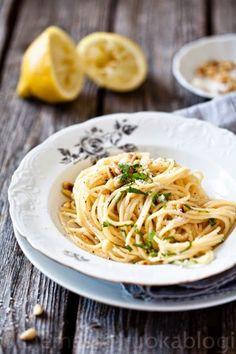 Lemon Garlic Pasta // HELPPO SITRUUNA-VALKOSIPULI PASTA (via Bloglovin.com )