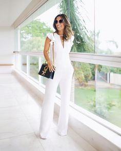 Monocromático + alfaiataria, no combo minimalista e sofisticado escolhido por minha F🌟hits influencer @silviabraz com macacão… White Pants Outfit, White Outfits, Classy Outfits, Basic Outfits, Dress Outfits, Fashion Outfits, Womens Fashion, Dresses, Conservative Fashion