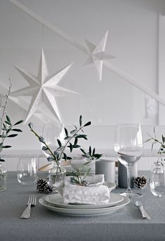 SIMPLE GREY CHRISTMAS TABLE SETTING I have been working my way through a long to-do list today and are now almost done with everything inducing the table setting. I´d like The post Table setting Chris Christmas Table Settings, Christmas Table Decorations, Wedding Table Settings, Decoration Table, Setting Table, Christmas Tables, Green Christmas, Simple Christmas, Christmas Home