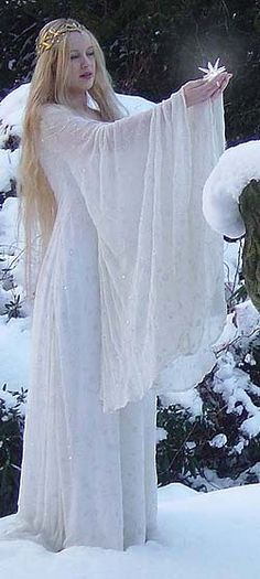 Simply stunning Galadriel dress from The Lord of the Rings. Looks so lovely in the snow.