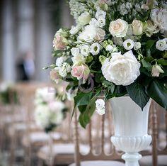 Amazing wedding flowers by Leoeventi Wedding Flower Design, Wedding Flower Decorations, Diy Wedding Flowers, Flower Centerpieces, Table Decorations, Wedding Dressses, Flower Designs, Flower Ideas, Here Comes The Bride