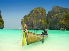 Playa Phi Phi Leh_Un viaje de 45 minutos desde Phuket te trasportará a esta hermosura de playas paradisiacas en Koh Phi Phi convenciéndote que has llegado al mismísimo Cielo.