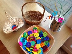 Pipe cleaners and button fine motor - color sorting - patterning invitation ≈≈ http://www.pinterest.com/kinderooacademy/fine-motor-development/