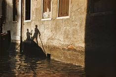 Venice, Italy by Ernst Haas. Artistic Photography, Book Photography, Amazing Photography, Street Photography, Colour Photography, Contemporary Photography, Vintage Photography, Shadow Play, Great Photographers