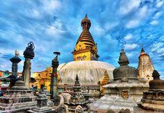 Nepal es un país que esta rodeado por enorme Himalaya. Nepal es conocido como la casa de Monte Éverest, el pico más alto de la tierra. Los turistas siempre gustaria visitar Nepal con viaje de la norte India. viaje : http://www.india-viajes.org