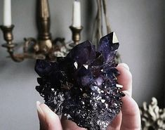 Obsessed with adorning my interiors with the beautiful gemstones that come from the Earth. Tonight will be a beautiful full moon, let your crystals bask in the moonlight for optimal energy & radiance. Wicca, Crystal Magic, Crystal Healing, Crystal Cluster, Crystals And Gemstones, Stones And Crystals, Gem Stones, Images Esthétiques, Crystal Aesthetic