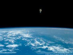 やってみたい♪ 命がけの宇宙遊泳 写真は史上初、命綱無しでの宇宙遊泳。1984年、米国の宇宙飛行士ブルース・マッカンドレスが成し遂げた。 写真=NASA2007年10月号「宇宙開発 次の一手」 より