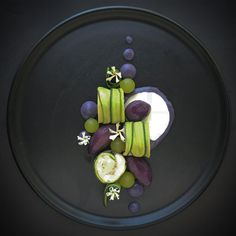 Deep, dark and purple /// Chicken & Courgette Cannelloni, Parma Whey, Grapes & Purple Glazed Potatoes  Food Design, Gourmet Food Plating, Food Plating Techniques, Food Decoration, Culinary Arts, Creative Food, Food Presentation, Gourmet Recipes, Gourmet Foods