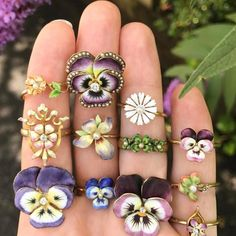 Antique pansy rings @trademarkantiques