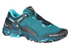 Jste na horách jako doma a hledáte univerzální, lehkou a přesto stabilní botu, která vás podrží vnáročném terénu? Pak obujte dámské boty Salewa WS Ultra Train 2. Trekking, Hiking Boots, Running Shoes, Sneakers, Accessories, Salewa, Trail Running, Women, Style