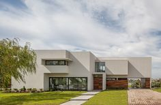 San Benito House by Besonias Almeida Arquitectos | Detached houses