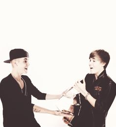 I'm laughing at Justin's faces. lol.