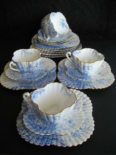 Lovely blue and white tea set. Blue And White China, Blue China, China Art, Vintage China, Vintage Tea, Teapots And Cups, Teacups, China Tea Cups, My Cup Of Tea
