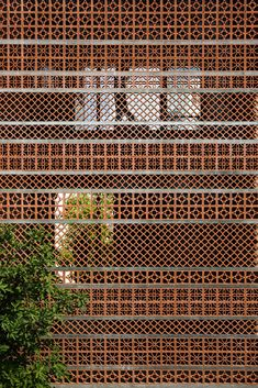 SDA. Sanuki Daisuke architects combined different patterns of terracotta blocks to create a characteristic façade and an outside space in the courtyard which makes use of natural ventilation and passive cooling by shading #cladding