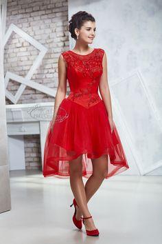 Kati Szalon - elöl rövid, hátul hosszabb menyecske ruha, csipkés, Swarovski kristályos Formal Dresses, Hungary, Sexy, Clothes, Style, Fashion, Short Dresses, Dresses For Formal, Outfits