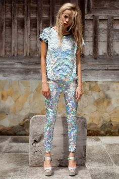 All the sequins from UK brand Rosa Bloom. Look Fashion, High Fashion, Womens Fashion, Fashion Design, Sequin Outfit, Sequin Dress, Sequin Top, Silvester Party Outfit, Festival Looks