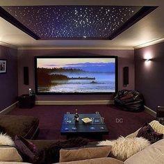 Hoje minha noite será assim, com cinema em casa e sonhos. ✋ // @decoreinteriores