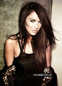 Megan Fox-Green is gorgeous and I like her hair color. Brown Black Hair Color, Hair Color For Black Hair, Cool Hair Color, Dark Hair, Dark Brown, 2015 Hairstyles, Weave Hairstyles, Pretty Hairstyles, Medium Hairstyles