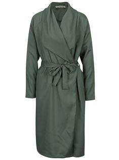 Minimalismus.Indicie, která boří módní mola a která vám stvoří výborný outfit.Typ:jarní/letní lehký kabát se zavazováním v pase a...