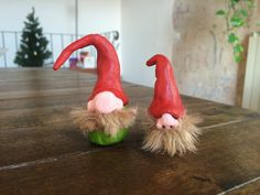 This DIY Gnome tutorial will show you how to make a garden gnome or christmas…