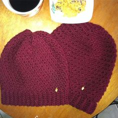 Burgundy  red beanie hats. Red Beanie Hat, Cowls, Knitted Hats, Burgundy, Knitting, Crochet, Fashion, Moda, Tricot