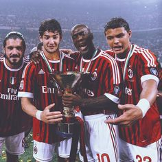 AC Milan Scudetto 2011 those were the days But Football, Milan Football, Football Icon, Retro Football, World Football, Vintage Football, Football Players, Ac Milan, Alexandre Pato