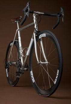 Vanilla makes the most beautiful bikes. Just look at that stem and those matte black Campy chainrings #bikes #design