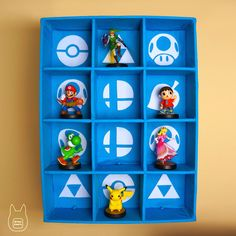 cool idea to paint background symbols for a figurine display, based on the figur. Geek Crafts, Diy And Crafts, Video Game Crafts, Video Games, Amiibo Display, Video Game Organization, Nintendo, Gamer Room, Paint Background