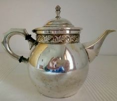 Catawiki online auction house: WMF - Teapot (1) - Art Nouveau - Silverplate Cool Necklaces, Beautiful Necklaces, Copper, Brass, Wmf, Decorative Objects, Teapot, 19th Century, Silver Plate