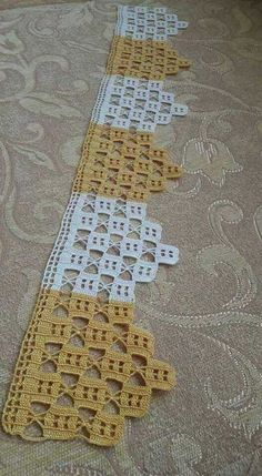 This Pin was discovered by HUZ Crochet Boarders, Crochet Lace Edging, Crochet Cross, Thread Crochet, Filet Crochet, Crochet Doilies, Stitch Crochet, Crochet Stitches, Knit Crochet