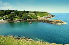 Porth Eilian on the isle of Anglesey in Wales Cool Places To Visit, Great Places, Places To Go, Places In England, Visit Wales, Kingdom Of Great Britain, England And Scotland, Going On Holiday, Le Far West
