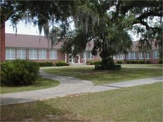 The old Pass Christian High School (Hurricane Katrina destroyed it) my daughter had her first teaching job there until Katrina Christian High School, Pass Christian, Hurricane Katrina, Past Tense, Gulf Of Mexico, Tsunami, Southern Belle, Back Home, Mississippi